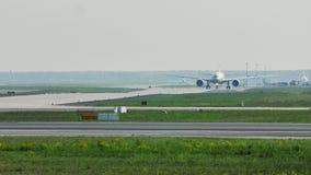 Αεροπλάνα στον αερολιμένα της Φρανκφούρτης, FRA, διαδικασίες αερολιμένων απόθεμα βίντεο