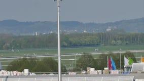 Αεροπλάνα στον αερολιμένα του Μόναχου, άνοιξη φιλμ μικρού μήκους