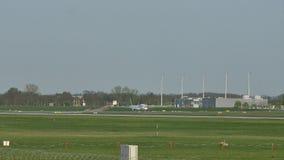 Αεροπλάνο αεριωθούμενων αεροπλάνων AirBaltic στον αερολιμένα του Μόναχου, MUC
