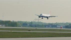 Αεροπλάνο αερογραμμών της Κροατίας στον αερολιμένα της Φρανκφούρτης, FRA φιλμ μικρού μήκους