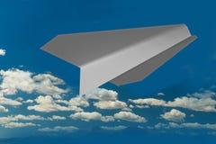 Αεροπλάνο από το έγγραφο στον ουρανό και τα σύννεφα - τρισδιάστατη απόδοση Στοκ Εικόνες