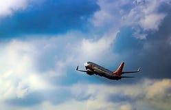 Αεροπλάνο για να απογειωθεί Το όνειρο της πετώντας ανθρωπότητας στοκ εικόνα