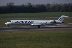 Αεροπλάνο εναέριων διαδρόμων Adria που μετακινείται με ταξί στο διάδρομο στοκ εικόνες με δικαίωμα ελεύθερης χρήσης