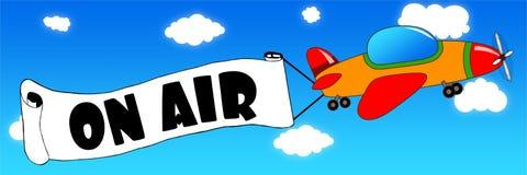 Αεροπλάνο και έμβλημα κινούμενων σχεδίων με στο κείμενο AIR σε μια πλάτη μπλε ουρανού Στοκ Εικόνα
