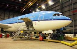 Αεροπλάνο κατά τη διάρκεια της συντήρησης Στοκ Φωτογραφία