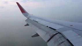 Αεροπλάνο που κατεβαίνει για την προσγείωση απόθεμα βίντεο