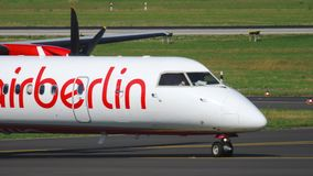 Αεροπλάνο που μετακινείται με ταξί πριν από την αναχώρηση απόθεμα βίντεο