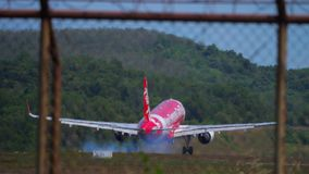 Αεροπλάνο που πλησιάζει και που προσγειώνεται απόθεμα βίντεο