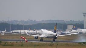 Αεροπλάνο που προσγειώνεται στη Φρανκφούρτη φιλμ μικρού μήκους