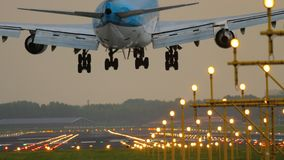 Αεροπλάνο που προσγειώνεται στο διάδρομο 18R Polderbaan φιλμ μικρού μήκους