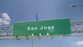 Αεροπλάνο που προσγειώνεται το San Jose απόθεμα βίντεο