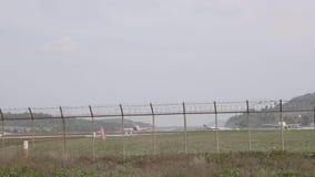 Αεροπλάνο στον αερολιμένα απόθεμα βίντεο