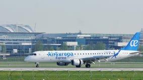 Αεροπλάνο της Ευρώπης αέρα που προσγειώνεται στον αερολιμένα του Μόναχου, MUC