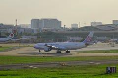 Αεροπλάνο airbus A330-300 των αερογραμμών της Κίνας στοκ εικόνα με δικαίωμα ελεύθερης χρήσης
