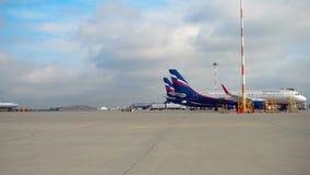 Αεροπλάνα στην ποδιά αερολιμένων Sheremetyevo απόθεμα βίντεο