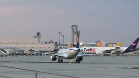 Αεροπλάνα στον αερολιμένα της Φρανκφούρτης φιλμ μικρού μήκους