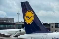 Αεροπλάνα της Lufthansa στο τερματικό της Φρανκφούρτης διεθνές Α Στοκ Εικόνες