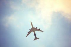 Αεροπλάνο επάνω στον ουρανό Στοκ Εικόνα