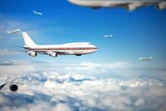 Αεροπλάνο επιβατών στα σύννεφα Στοκ εικόνα με δικαίωμα ελεύθερης χρήσης