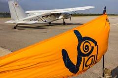 Αεροπλάνο ελεύθερων πτώσεων με αλεξίπτωτο Στοκ Εικόνες