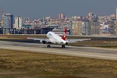 Αεροπλάνο και πόλη Στοκ φωτογραφία με δικαίωμα ελεύθερης χρήσης