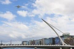 Αεροπλάνο πέρα από Dublín στοκ φωτογραφία με δικαίωμα ελεύθερης χρήσης