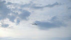 Αεροπλάνο που πετά μακριά απόθεμα βίντεο