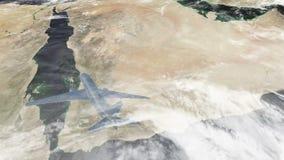 αεροπλάνο που πετά πέρα από τη Σαουδική Αραβία και jeddah την πόλη φιλμ μικρού μήκους