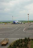 Αεροπλάνο που προετοιμάζεται στην πτήση, Chisinau, Μολδαβία, στις 21 Μαΐου 2014 Στοκ Εικόνες