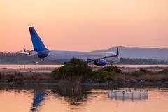 Αεροπλάνο πριν από την απογείωση, που εξισώνει τη σκηνή, Κέρκυρα Στοκ Εικόνα