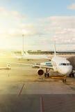 Αεροπλάνο στον αερολιμένα Στοκ φωτογραφίες με δικαίωμα ελεύθερης χρήσης
