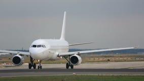 Αεροπλάνο στον ανώτερο υπάλληλο φιλμ μικρού μήκους