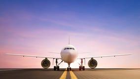 Αεροπλάνο στο διάδρομο Στοκ φωτογραφίες με δικαίωμα ελεύθερης χρήσης