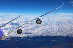 Αεροπλάνο στο μαύρο λευκό υποβάθρου αεροπλάνων μεταφορών ταξιδιού πτήσης ουρανού Στοκ φωτογραφίες με δικαίωμα ελεύθερης χρήσης