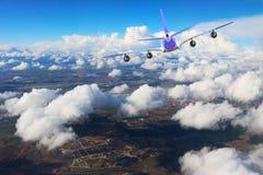Αεροπλάνο στο μαύρο λευκό υποβάθρου αεροπλάνων μεταφορών ταξιδιού πτήσης ουρανού Στοκ Εικόνα