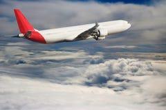 Αεροπλάνο στο υπόβαθρο αεροπλάνων μεταφορών ταξιδιού πτήσης ουρανού Στοκ εικόνα με δικαίωμα ελεύθερης χρήσης