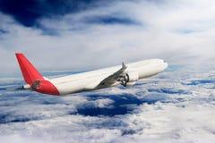Αεροπλάνο στο υπόβαθρο αεροπλάνων μεταφορών ταξιδιού πτήσης ουρανού Στοκ Φωτογραφίες