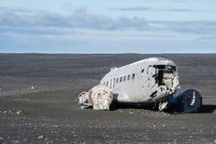 Αεροπλάνο της Ντακότας στην παραλία Στοκ εικόνα με δικαίωμα ελεύθερης χρήσης