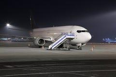 Αεροπλάνο τη νύχτα Στοκ Εικόνες