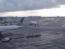 Αεροπλάνο του αερολιμένα Στοκ φωτογραφία με δικαίωμα ελεύθερης χρήσης