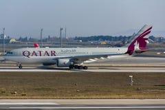 Αεροπλάνο airbus εναέριων διαδρόμων του Κατάρ A330 Στοκ Φωτογραφίες