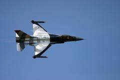 16 αεροσκάφη αέρα ανέπτυξαν τη δύναμη πάλης μαχητών γερακιών δυναμικής φ που γενικός αεριωθούμενος πολλαπλών ρόλων δηλώνει αρχικά στοκ εικόνα