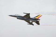 16 αεροσκάφη αέρα ανέπτυξαν τη δύναμη πάλης μαχητών γερακιών δυναμικής φ που γενικός αεριωθούμενος πολλαπλών ρόλων δηλώνει αρχικά Στοκ φωτογραφία με δικαίωμα ελεύθερης χρήσης