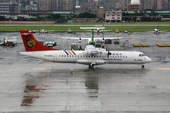 Αεροσκάφη εναέριων διαδρόμων ATR 72-200 TransAsia που συντρίβονται Στοκ Φωτογραφία