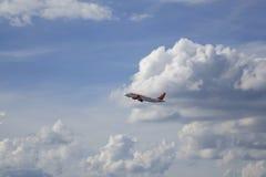 Αεροσκάφη επιβατών μετά από την απογείωση Στοκ Εικόνα