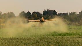 Αεροσκάφη Κίτρινα αεροσκάφη γεωργίας, ξεσκονόπανο συγκομιδών με τον ήχο απόθεμα βίντεο