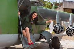 Αεροσκάφη παλαιός-χρονομέτρων και προκλητικό κορίτσι Στοκ Εικόνα