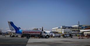 Αεροσκάφη που ελλιμενίζουν στον αερολιμένα Στοκ Εικόνα