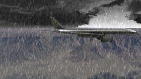 Αεροσκάφη που πετούν πέρα από τα βουνά με τη δυνατή βροχή και την αστραπή απόθεμα βίντεο