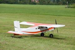 Αεροσκάφη - πρότυπα αεροσκάφη - χαμηλά ακροβατικά φτερών Στοκ φωτογραφίες με δικαίωμα ελεύθερης χρήσης